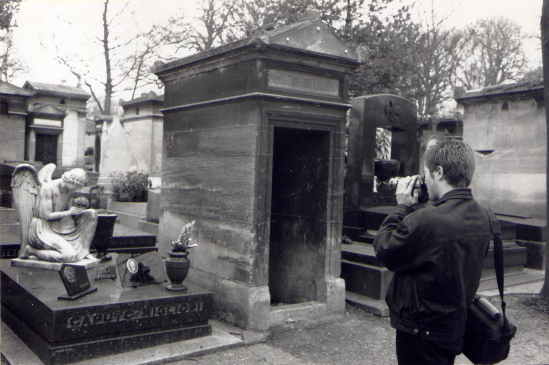 Paul au Père Lachaise par Jean-Claude Marguerite, 2000